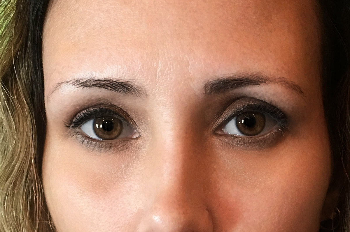 closeup eyebrows before microblading